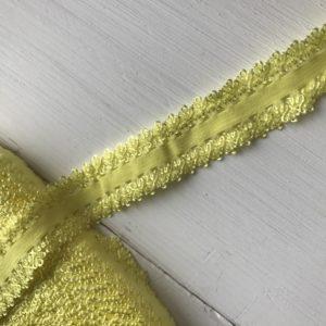 Желтая кружевная