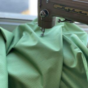 Ткань зеленый горошек